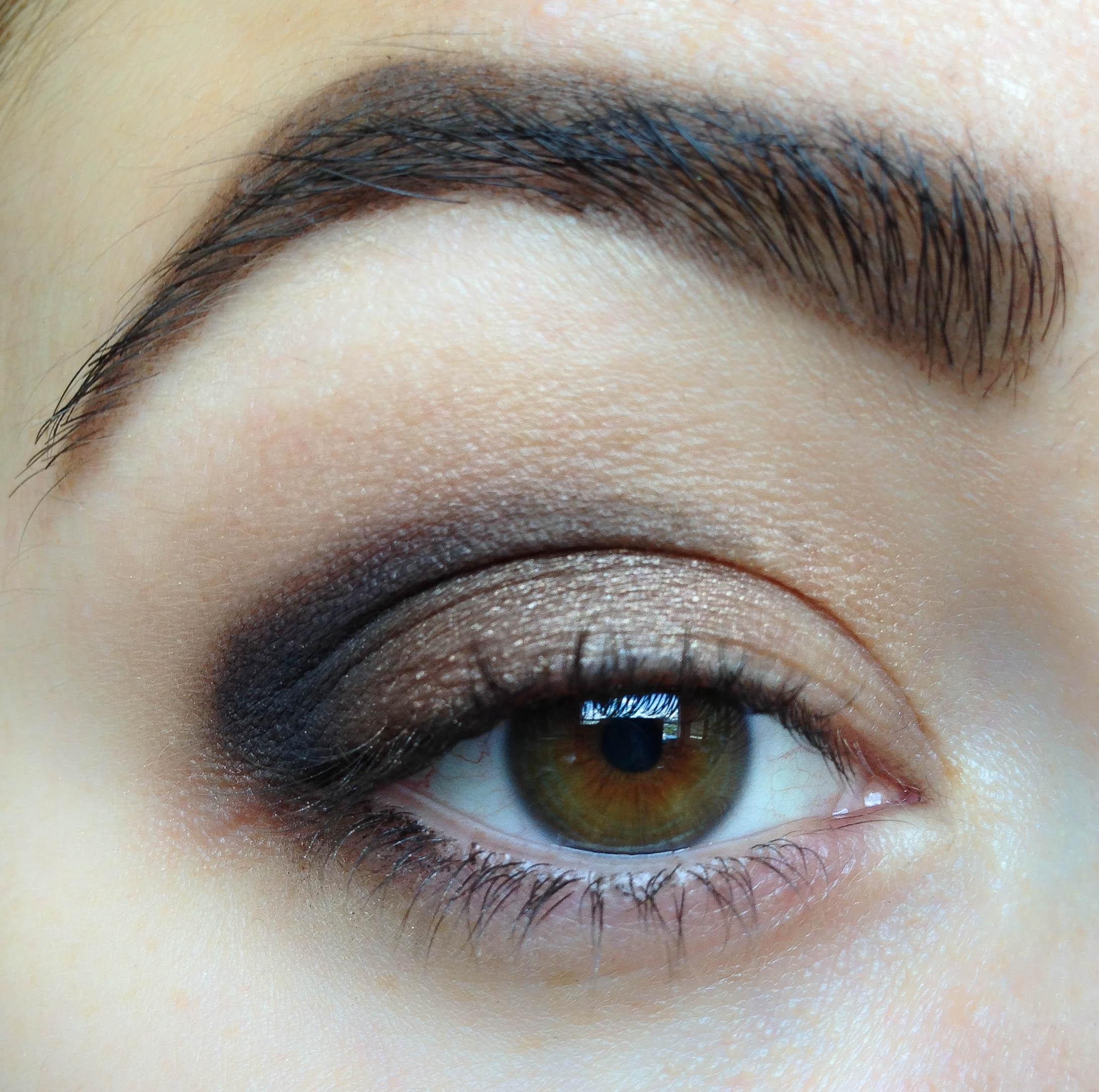 how to put eyeshadow on inner corner